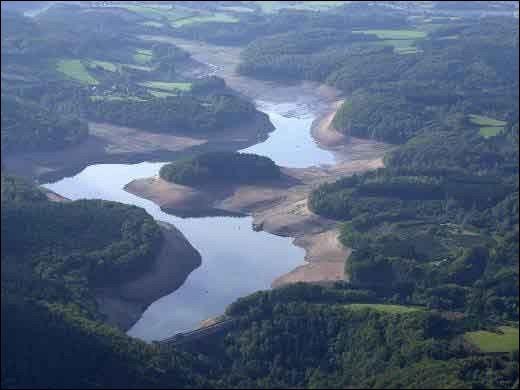 L'île du lac de Chaumeçon, n'en est une que lorsque le lac est bien rempli. Où est-elle ?