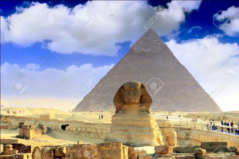 Quel pharaon a fait construire la plus grande pyramide ?