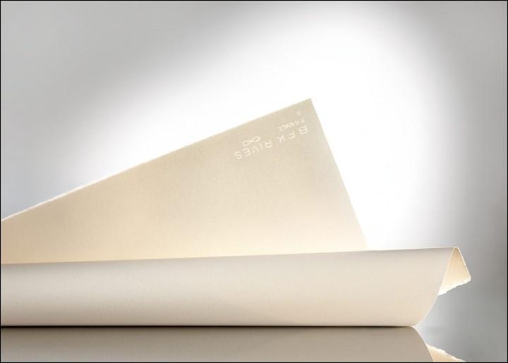 Un format de papier de dessin normé français s'appelle « raisin »
