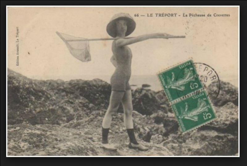 Une carte postale de 1910 atteste du passage de Musidora en Normandie au Tréport. Quel rôle a-t-elle voulu mettre en avant lors de cette prise de vue ?
