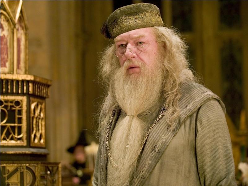 Avant d'être directeur, Dumbledore était-il professeur à Poudlard ?