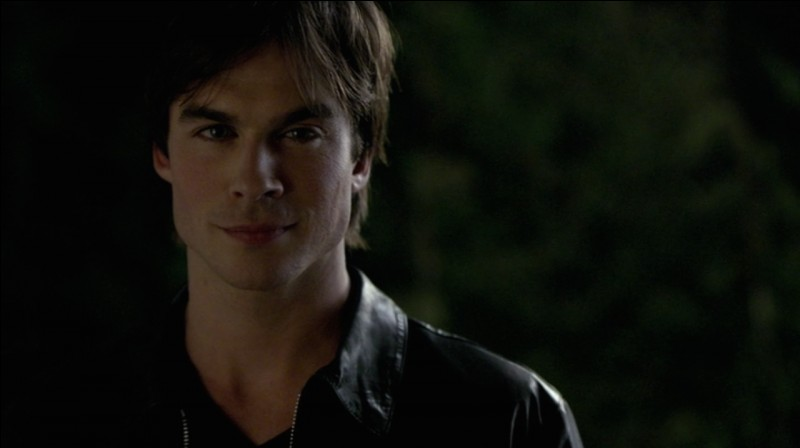 Je suis beau, fort et également un vampire. Je suis amoureux d'Elena mais je suis égoïste. Il s'agit de :