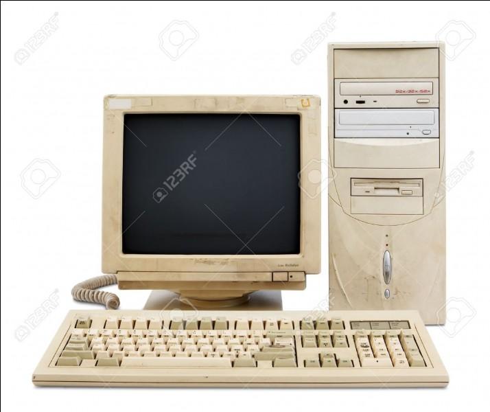 Je vous propose à présent une question de technologie assez simple. En quelle année le premier ordinateur a-t-il été créé ?
