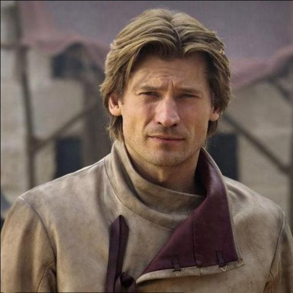 Pour quelle raison Jaime Lannister attaque-t-il Lord Eddard Stark dans une ruelle de Port-Réal ?