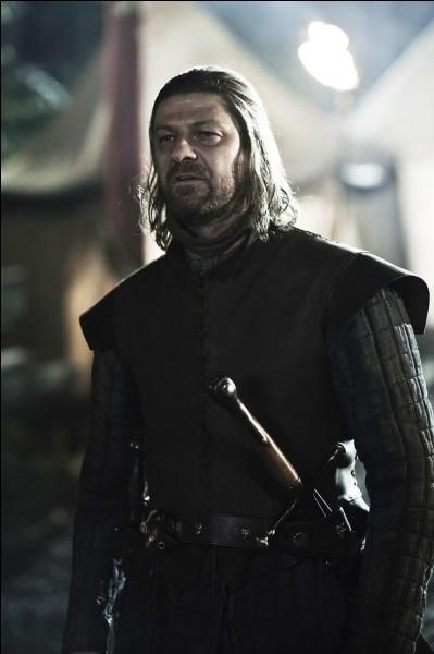 Pour quelle raison Lord Eddard Stark décide-t-il de quitter sa fonction de main du roi ?