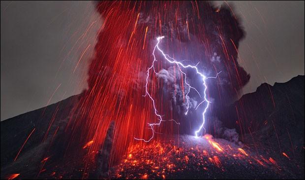 Quels sont les signaux précurseurs qui pourraient prévenir une éruption volcanique ?
