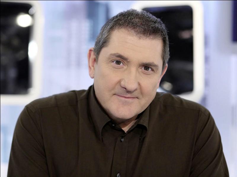 C - Quelle émission était présentée par Yves Calvi ?