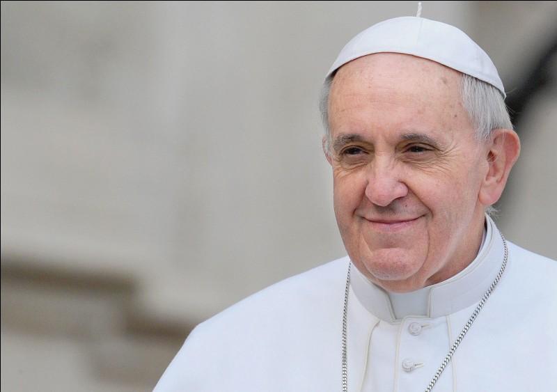 Quel est le vrai nom du pape François ?