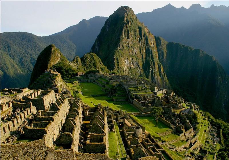 C'est à une altitude d'environ 3400 mètres que je fus bâtie, je suis le symbole légendaire de ce pays !