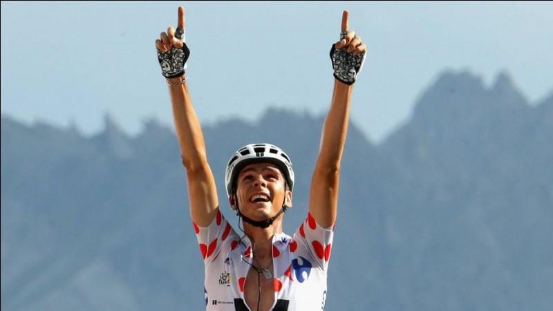 Quel grimpeur ne finit pas dans le top 10 de l'étape arrivant au sommet de l'Izoard remporté par le français Warren Barguil ?