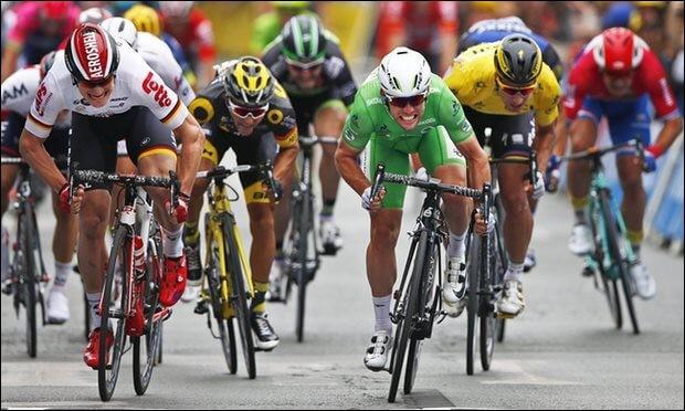 Quel coureur a réussi à régler 5 arrivées au sprint ?