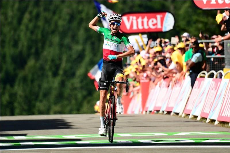 Au sommet de quelle côte Fabio Aru a-t-il réussi à remporter la 5ème étape ?