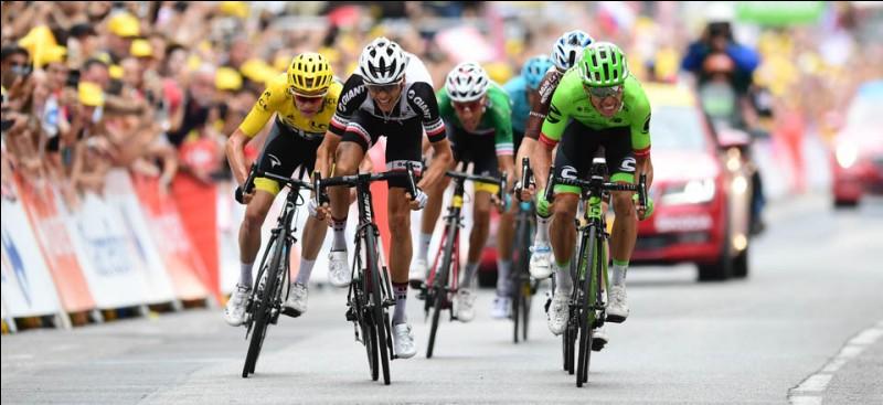 Combien de cols hors-catégorie (25 points) étaient sur le tracé de la 9ème étape qui a vu la victoire d'Uran au sprint devant Barguil ?
