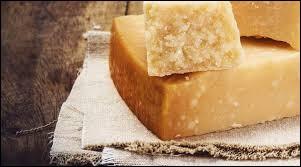 Le parmesan est un fromage au lait de brebis écrémé.