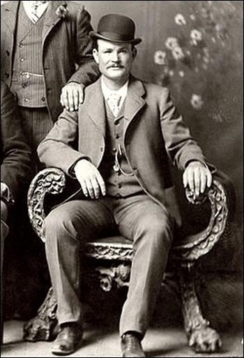 Membre d'une bande, le Wild Bunch, il réussit à échapper aux poursuites. Avec Sundance Kid, en gang, il cambriole une banque en 1889, dérobant 21 000 dollars.En 1901, il se réfugie en Argentine y continuant avec succès ses vols de banque.