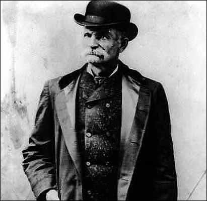 Surtout connu sous le nom de ''Black Bart'', il faisait bande à part et se faisait réputation d'être poli et de laisser un poème.