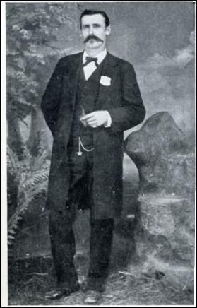 Il réussit à rallier les rangs des Confédérés à l'âge de 15 ans : à la fin de la guerre, il mesure 1m94 et a 2 balles dans le corps pour la vie. Aussi habile des 2 mains pour tirer, il s'en servit pour de nombreuses tueries comme shérif à El Passo, se mit beaucoup de gens locaux à dos et on finit par l'avoir.