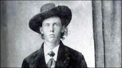 Bandit légendaire qui était doué d'une habilité supérieure pour les armes : il tua son premier homme à 18 ans et allait devenir l'un des plus grands criminels de l'Ouest. Spécialiste de l'évasion, la chasse lui fut donnée par le shérif Pat Garret : capturé, il s'échappa en tuant ses 2 geôliers.  Garret réussit à se cacher dans le repaire du bandit, qui demanda, en entrant '' Quien es ? ''