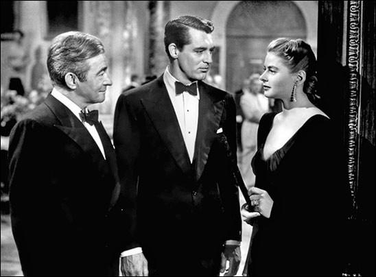 Devlin propose à Alicia, la fille d'un espion nazi, de travailler pour les Etats-Unis afin de réhabiliter son nom. Elle épouse donc un ancien ami de son père dans le but de l'espionner...Il s'agit de ...