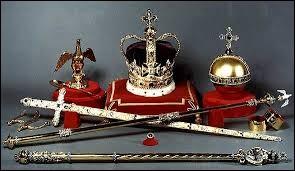 Dans quel monument de Londres les joyaux de la couronne britannique sont-ils conservés depuis 1303 ?