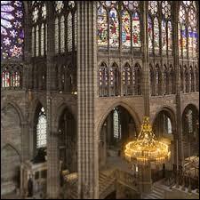 Quel célèbre trésor d'église a été, durant la période de l'Ancien Régime, le lieu de conservation des insignes royaux de la monarchie française ?