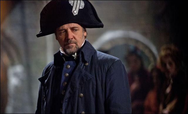 Quel inspecteur de police poursuit Jean Valjean durant tout le roman ?