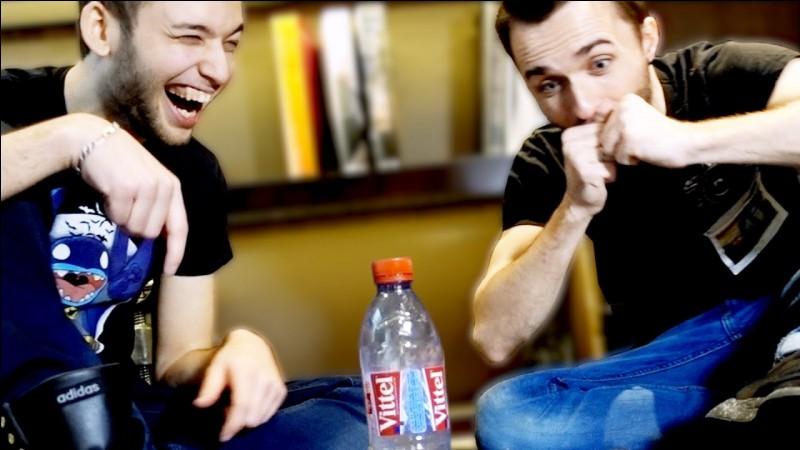 """Dans la vidéo de """"Bottle Flip Challenge"""", quel est le gage du perdant ?"""