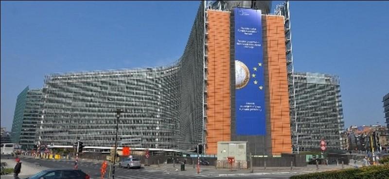 Où siège la Commission européenne ?