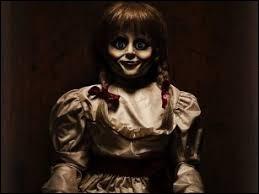 La soirée d'Halloween est l'occasion de se faire peur en regardant des films d'horreur. Dans quel film d'horreur voit-on cette effrayante poupée hantée ?