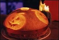 En France, il y avait à la fin des années 1990 et au début des années 2000, un gâteau commercialisé pendant la fête d'Halloween, qui était vendu comme étant le gâteau officiel d'Halloween. Quel était son nom ?