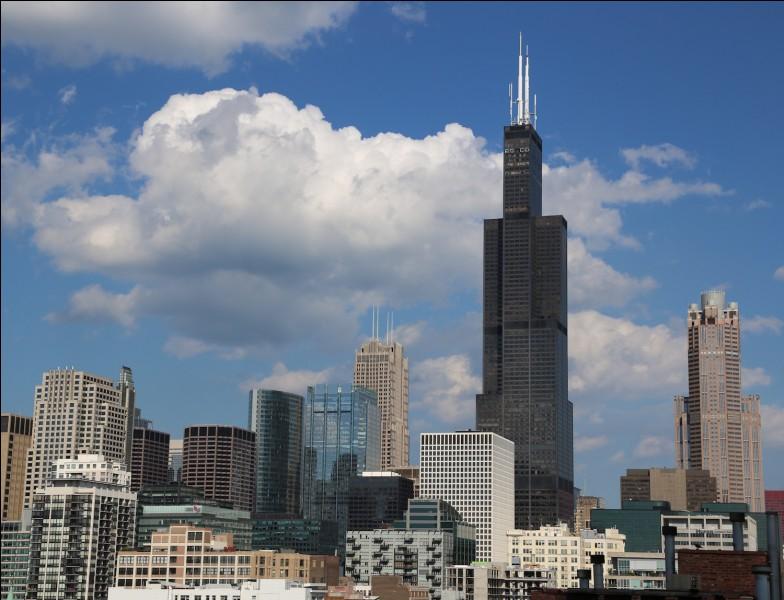 """Voyages - Quelle ville est surnommée la """"Capitale mondiale des gratte-ciel"""" ?"""