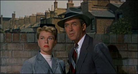 """Dans le film """"L'Homme qui en savait trop"""", quel acteur français joue aux côtés de James Stewart ?"""