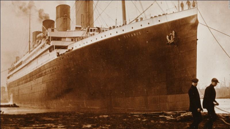 Le Titanic, qui a coulé dans l'océan Atlantique et qui avait comme destination New York, partait de la ville de Londres, en Angleterre. Vrai ou faux ?
