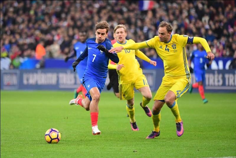 Au stade de France, le 11 novembre 2016, est-ce la France ou la Suède qui remporte le match sur le score de 2 buts à 1 ?