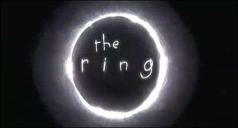 """Dans le film """"Le Cercle"""", quel mystérieux objet est responsable d'une malédiction causant plusieurs décès ?"""