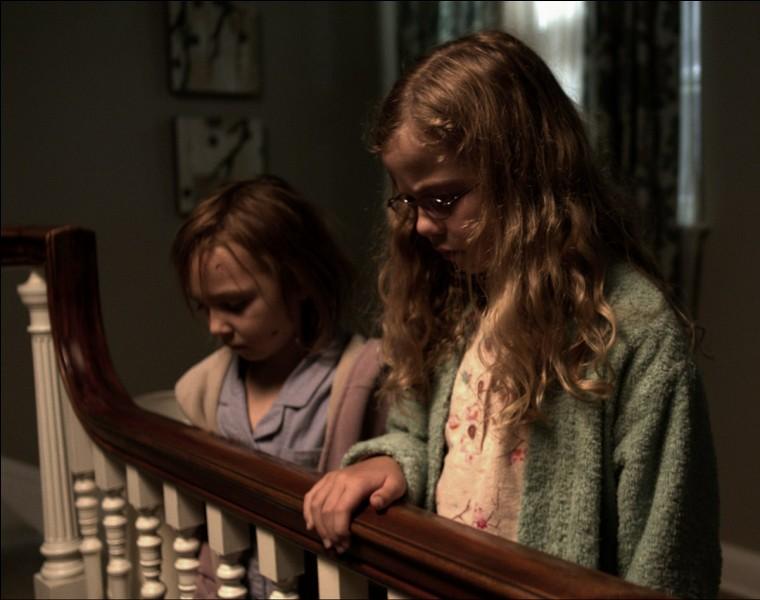 Dans un film de 2013, comment les deux orphelines, Victoria et Lily, appellent-elles la présence paranormale qui les a sauvées d'un père meurtrier ?
