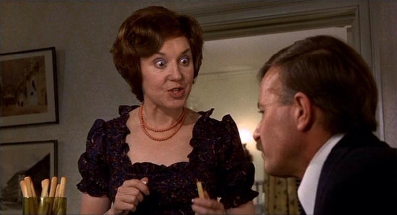 Il souffre, beaucoup, à chaque dîner que lui prépare son épouse, fan de cuisine française, cet inspecteur de la police britannique. On a rarement vu à l'écran des plats aussi répugnants. Quel est ce film?