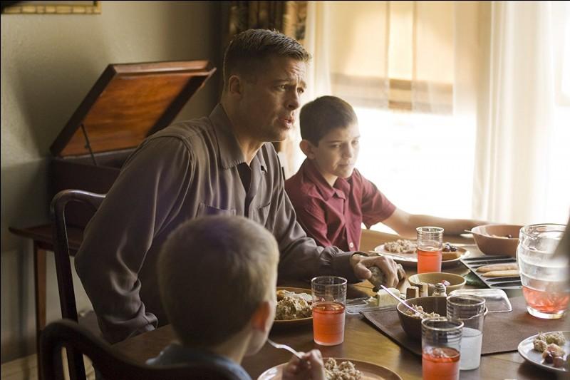 Qu'ils sont durs ces dîners à la maison, maison dont le père de famille, joué par Brad Pitt, fait froid dans le dos. Quel est ce film ?
