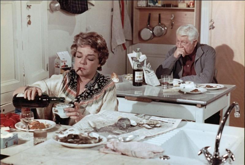Ce couple, admirablement interprété par Simone Signoret et Jean Gabin, ne se supporte plus, au point de se tourner le dos durant les repas. Quel est le titre de ce film de 1971?