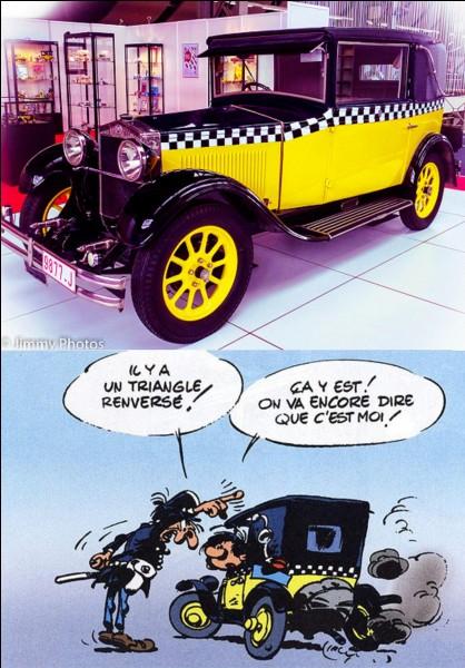 Gaston a une voiture, un vieux tacot de 1925. Son état de délabrement sera l'objet de nombreux gags. Gaston essaiera de l'améliorer en y adaptant quelques-unes de ses inventions.Connaissez-vous la marque et le modèle de cette voiture ?