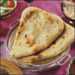 Le naan est un pain consommé en inde et en Asie. Il est cuit dans un four en terre cuite. Outre la farine, l'eau et le sel, il peut y avoir :