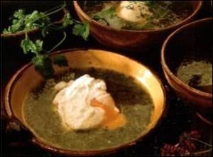 La bourriquette est une soupe cuisinée en Limousin. Elle est composée d'oseille, d'échalotes et de pommes de terre. Quel ingrédient ajoute-t-on avant de la déguster ?