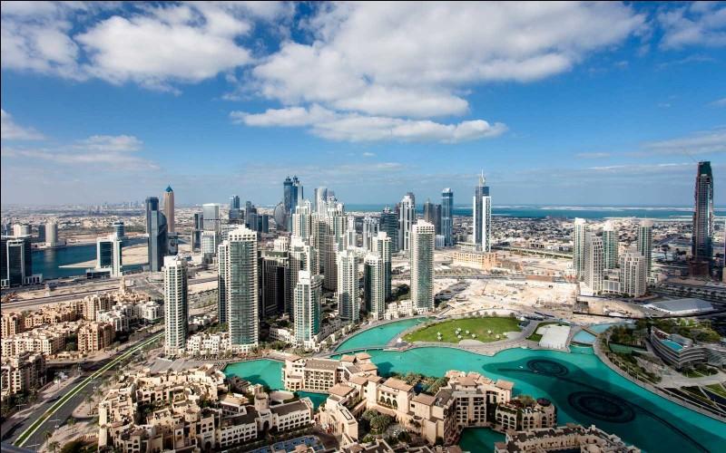 La plus haute tour du monde se situe dans cette ville qui a un PIB de 105, 6 milliards USD. Quelle est-elle ?