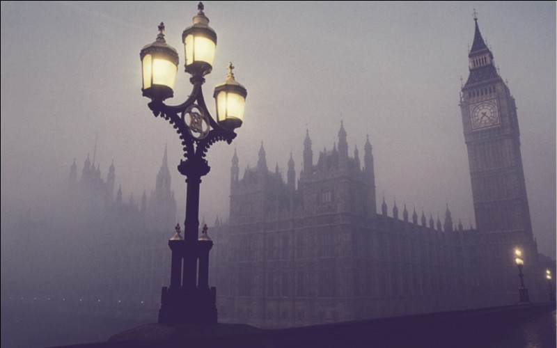 Cela s'est passé au Royaume-Uni. C'était un gros brouillard de pollution. La reine Élisabeth II venait de prendre le pouvoir. De quel évènement s'agit-il ?