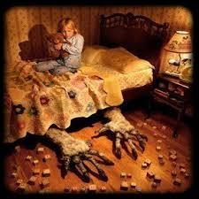 Le croque-mitaine est un personnage maléfique qui effraye les enfants.