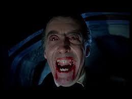 Dracula est un personnage de fiction qui vit en Transylvanie.