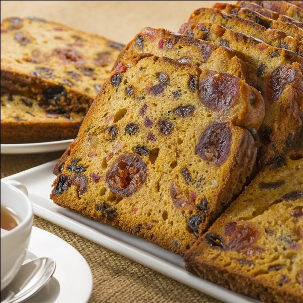 À quelle époque a-t-on commencé à trouver des pâtisseries qui s'apparentent à notre fameux cake aux fruits ?