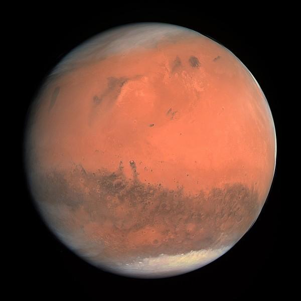 En 2015, on a confirmé la présence de l'eau à l'état liquide dans la planète Mars.