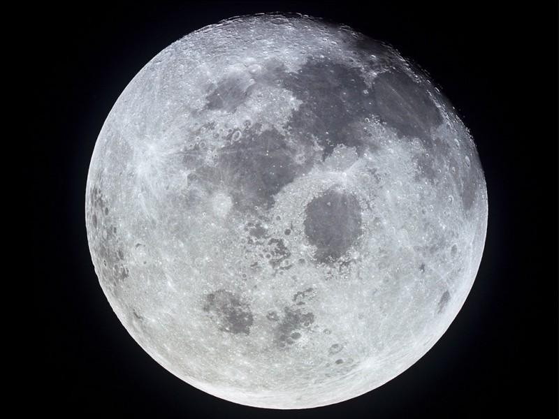 La Lune est-elle une planète ?