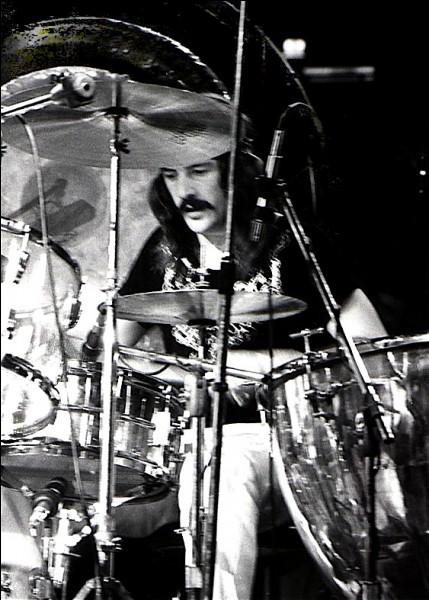 Qui était le batteur de Led Zeppelin (sur la photo) ?